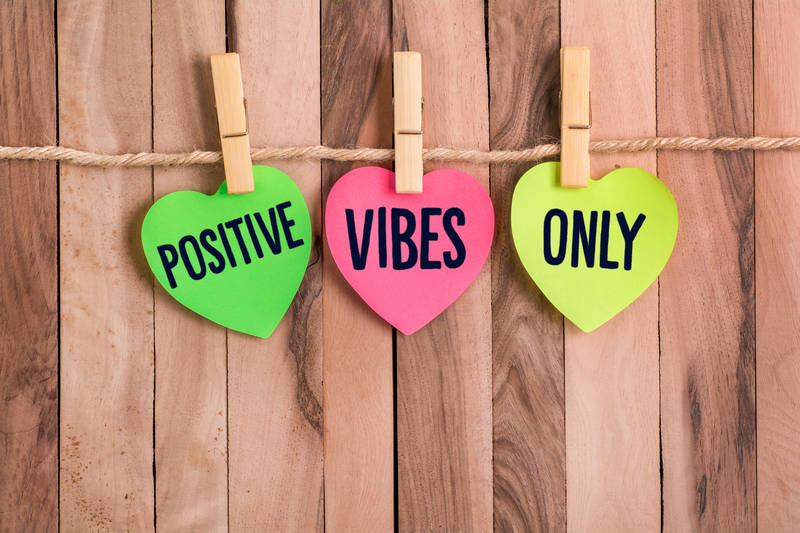 positive vibes only hearts